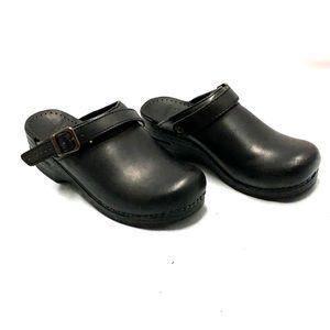 Women's Dansko Sonja Blck Leather Closed-Toe Slide